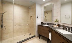 Fairmont Room Bathroom